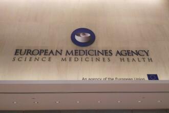 EMA neagă o legătură între vaccinul AstraZeneca și tromboze, după declarația contrară a unui responsabil