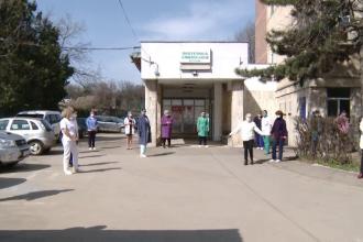 """Protest la maternitatea din Botoșani. Angajații au scandat: """"Nu vrem ca la Suceava"""""""