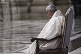 Papa Francisc se roagă pentru victimele tragediei de la spitalul din Piatra Neamţ. VIDEO