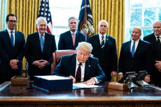 Semnătura de 2,2 triloane de dolari a lui Trump. Cine va beneficia de suma uriașă
