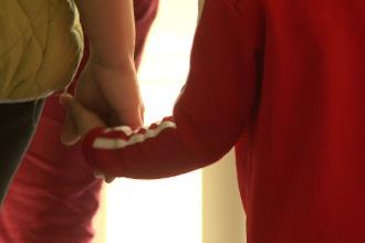Ce se întâmplă cu copiii care rămân singuri, după ce părinții lor se infectează cu noul coronavirus
