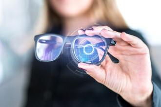 Facebook vrea să dezvolte ochelari inteligenți cu recunoaștere facială. Cum i-ar putea afecta imaginea