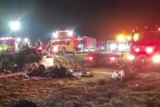 Au pierit striviți cu mașina sub TIR, la Lugoj. Pompierii s-au chinuit două ore să ridice camionul