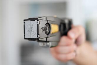 O fată de 12 ani din SUA, arestată, după ce a adus arme la școală pentru a le vinde colegilor săi