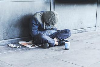 Mai multe persoane au strâns bani pentru a ajuta un român care dormea pe străzi în Marea Britanie
