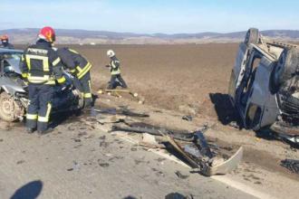 Accident grav pe DN 13, în care au fost implicate un microbuz cu 11 pasageri și un autoturism