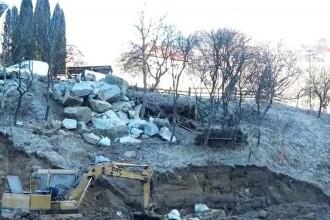 Mai multe case din Bistriţa-Năsăud, la un pas să se dărâme din cauza alunecărilor de teren