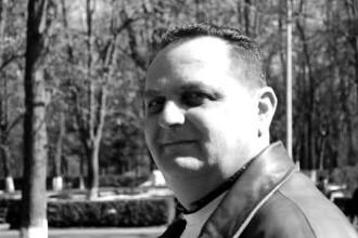 """Dan Pătatu, ucis în apartamentul din Onești, a fost înmormântat. Oamenii sunt revoltați: """"Nu iau măsuri"""""""