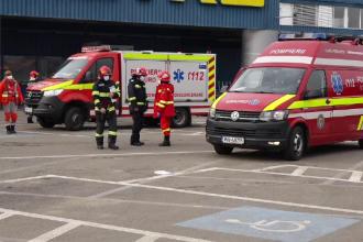 Zeci de persoane evacuate dintr-un hypermarket din Baia Mare, din cauza mirosului de gaz