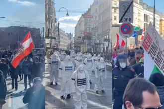 Proteste față de restricții în capitalele din Europa. Mii de oameni au ieșit în stradă la Viena