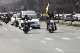 Adi Bărar a fost condus pe ultimul drum. Mașina funerară a fost însoțită de motociclişti