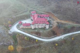 Cât costă să petreci sărbătorile de Paște într-un castel din Transilvania sau în Delta Dunării