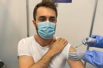 Un tânăr a fost vaccinat din greșeală și cu Pfizer și cu Moderna. Reacția CNCAV