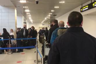 Cozi interminabile pe aeroportul Otopeni, deși traficul aerian este la minumul istoric