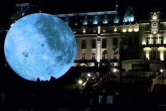 Machete uriașe și luminoase ale Lunii și planetei Marte, expuse în Cluj și Iași