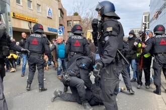 Ciocniri între forţele de ordine şi manifestanţi, la un protest anti-restricții organizat în Germania
