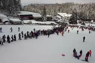 Poiana Brașov, luată cu asalt de turiști după ninsorile din ultimele zile