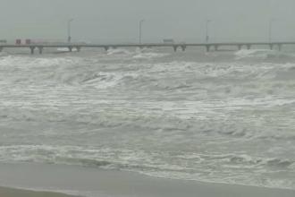 Furtună puternică la malul mării. Autorităţile au decis să suspende manevrele în Portul Constanța