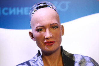 O creaţie digitală NFT realizată de robotul Sophia, vândută pentru aproape 700.000 de dolari