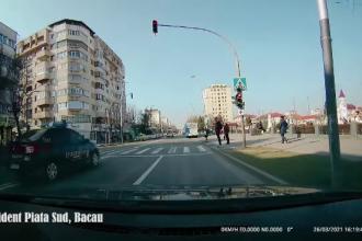 Un bărbat din Bacău a murit, după ce a fost lovit de o mașină de jandarmi. Imaginile, surprinse de o cameră de luat vederi