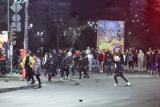 Bilanțul violențelor din București. 12 jandarmi au fost răniți la protestele față de restricțiile Covid-19
