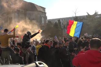 Proteste în 70 de localități din țară. Petarde aruncate în jandarmi la Galați, violențe la București