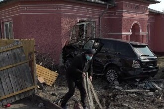 Dramă pentru o femeie din Buzău. Locuința sa a fost avariată în urma unui accident rutier