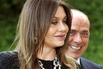 Vai de Papi Silvio! Nevasta vrea milioane la divort, amanta da din