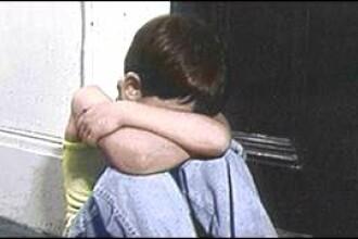 Copil de 12 ani, din Arad, batut fara mila de concubinul mamei