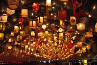 Festivalul Lampioanelor i-a scos pe chinezi in strada!