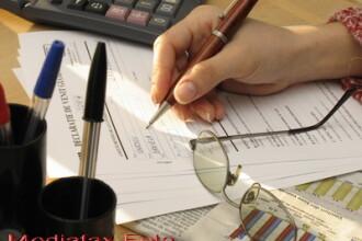 Mii de angajati pe drepturi de autor vor aduce bani de acasa la recalculare