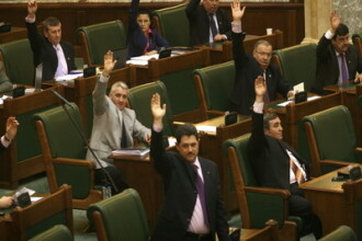 Consilierii parlamentarilor: multi si foarte bine platiti din bani publici