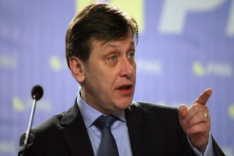 In plina criza economica, PNL se razboieste cu Basescu-Boc