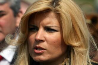 In semn de solidaritate, ministrul Elena Udrea isi doneaza salariul pe 2010