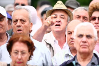 Zeci de pensionari din Galati au protestat impotriva masurilor anticriza