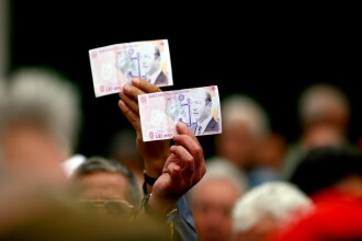 Curtea Constitutionala: Pensiile nu se taie, dar salariile da