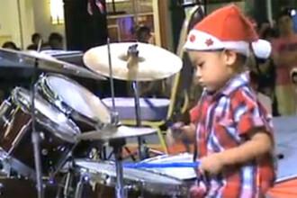 GENIAL! Are numai trei ani, dar bate la tobe ca un profesionist! VIDEO
