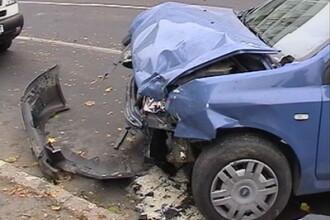 Din cauza oboselii un barbat s-a izbit cu masina de un cap de pod