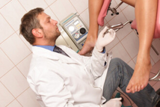 Labioplastia, o noua interventie chirurgicala la moda in randul tinerelor din Marea Britanie