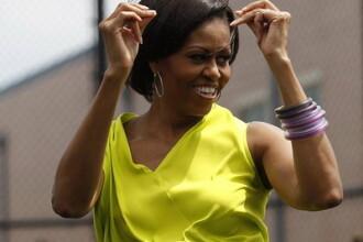 Michelle Obama si-a aratat muschii intr-o scoala sud-africana. VIDEO