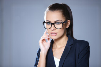 Studiu: Cei care poarta ochelari sunt mai bine educati decat ceilalti