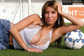 A facut sex pe gazon si acum ii canta lui Messi: