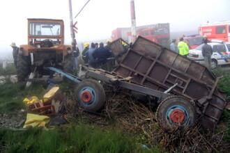 Clipe de groaza. Un barbat murit dupa ce s-a rasturnat cu tractorul. O femeie a fost ranita grav