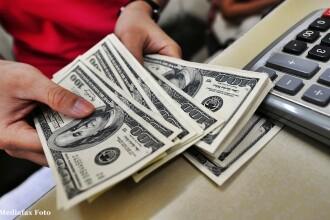O femeie a fost jefuita dupa ce fiica ei a postat pe Facebook o fotografie in care numara bani