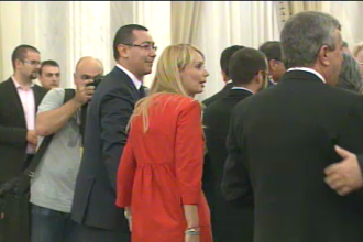 Basescu lui Ponta despre tinuta portocalie a Dacianei Sarbu: Cumva e ultimul pedelist care a ramas?