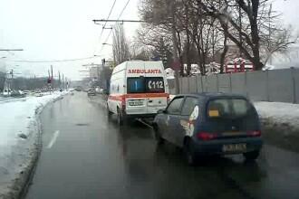 VIDEO. Conducatorii auto, uimiti de ce face acest sofer de ambulanta, in Romania