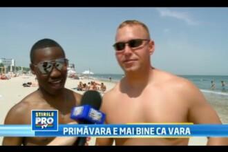 Americanii se distreaza la noi pe plaja: