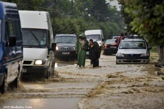 Trei drumuri nationale sunt blocate din cauza inundatiilor. LISTA