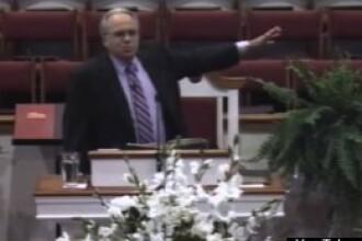VIDEO revoltator. Un pastor american cere exterminarea in lagare a lesbienelor si homosexualilor