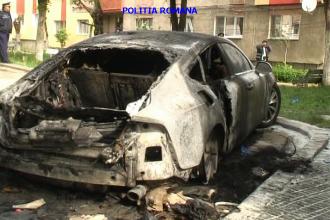 O masina luxoasa a fost incendiata in orasul Vulcan. Vezi aici ce s-a intamplat